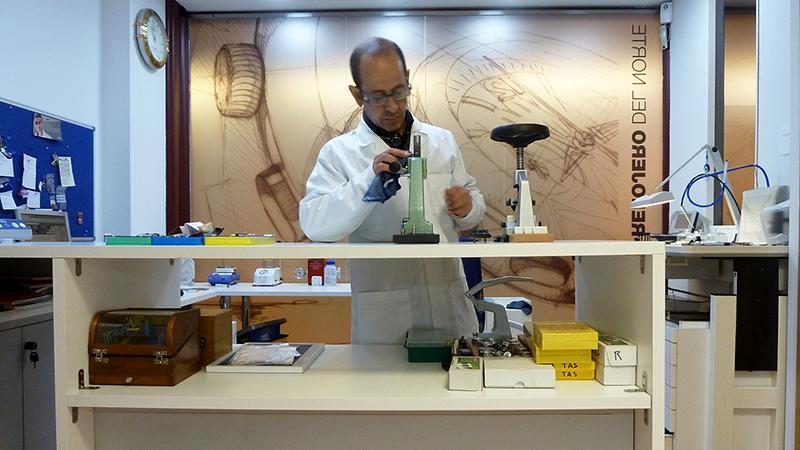 Laboratorio - Qué hacemos - Laboratorio Relojero del Norte